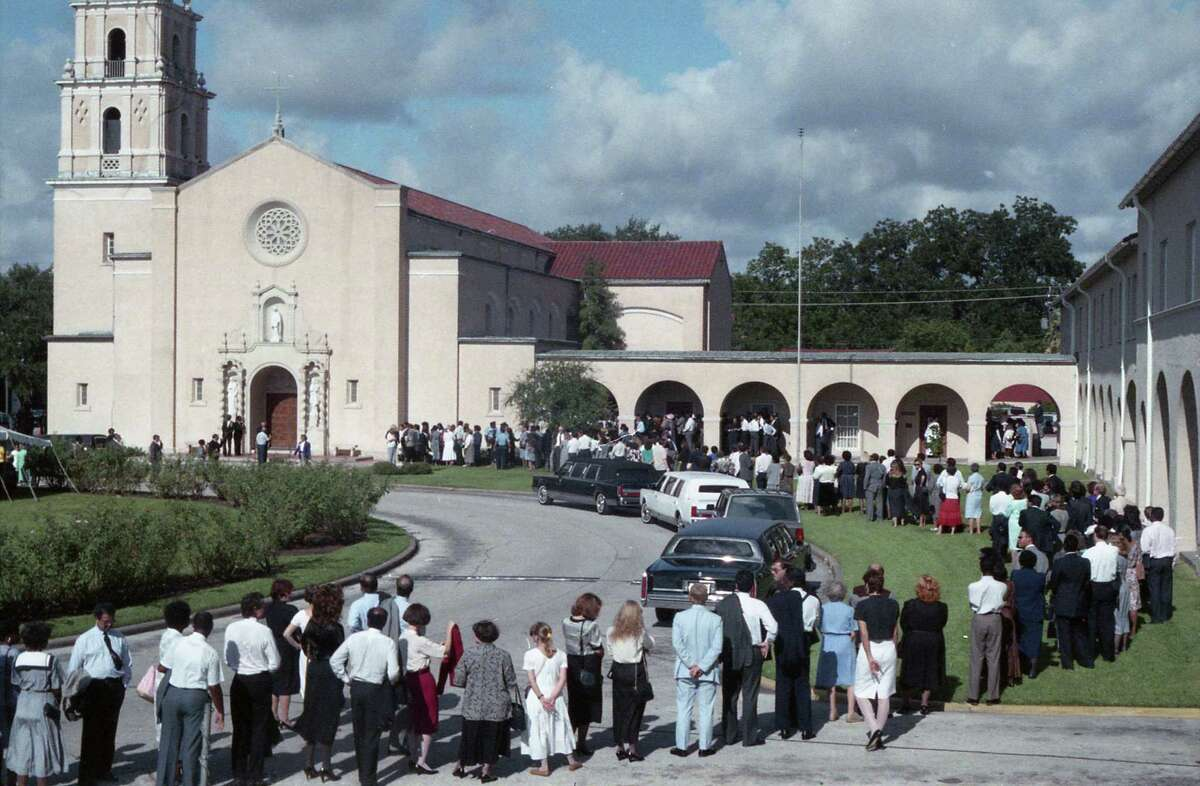 Scene outside St. Anne Catholic Church during funeral for late Congressman Mickey Leland, Aug. 19, 1989.