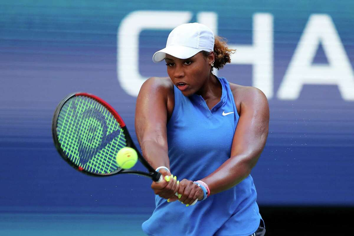 NEW YORK, NEW YORK - AUGUST 29: Taylor Townsend of the United States returns a shot during her Women's Singles second round match against Simona Halep of Romania on day four of the 2019 US Open at the USTA Billie Jean King National Tennis Center on August 29, 2019 in Queens borough of New York City. (Photo by Elsa/Getty Images)