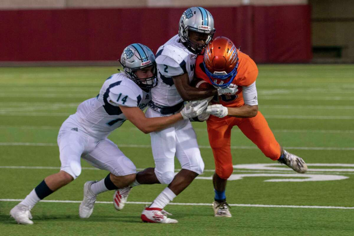 Grand Oaks wide receiver Seth Wright (16) tries to fight off Sweeny defensive players during a non-district game Thursday, August 29, 2019 at Woodforest Bank Stadium in Shenandoah.