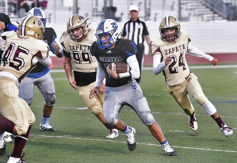 Cigarroa quarterback Hector Solis and the Toros play Nixon at 7 p.m. Friday at Shirley Field. Both teams opened the season with wins. Photo: Cuate Santos /Laredo Morning Times / Laredo Morning Times