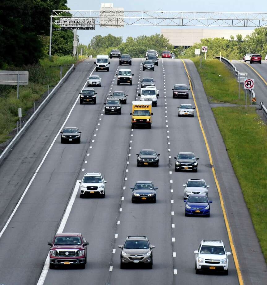 Lawmaker wants to limit left highway lane for passing only