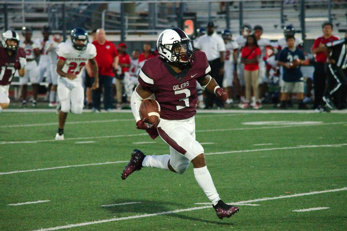 Pearland's Torrance Burgess Jr. (3) finds running room for a long touchdown against Cy-Springs Thursday, Aug. 29 at Pearland High School.
