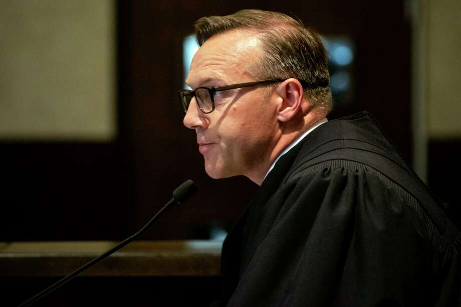 Judge Thad Balkman summarizes his decision in the opioid trial in Norman, Okla. A reader is impressed with how that state will use the money — and thinks San Antonio could learn from it. Photo: Chris Landsberger /Associated Press / CHRIS LANDSBERGER/POOL
