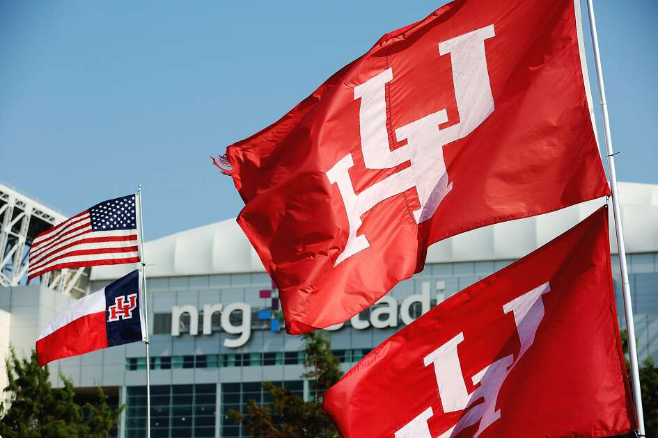 Fans bring flags for tailgating in the parking lot before the University of Houston v.s. University of Oklahoma Advocare Texas Kickoff Game at the NRG Stadium Saturday, Sept. 3, 2016, in Houston. ( Yi-Chin Lee / Houston Chronicle )