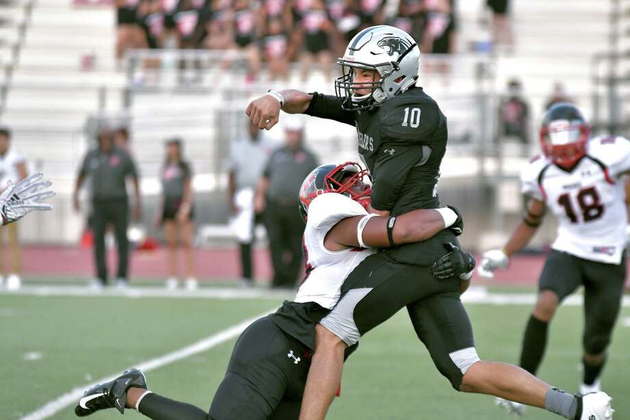 Junior quarterback Johnny Leal competed with sophomore Alex Saenz this week to see who will start with senior Efrain Hernandez ruled out for Thursday's matchup. Photo: Cuate Santos /Laredo Morning Times / Laredo Morning Times
