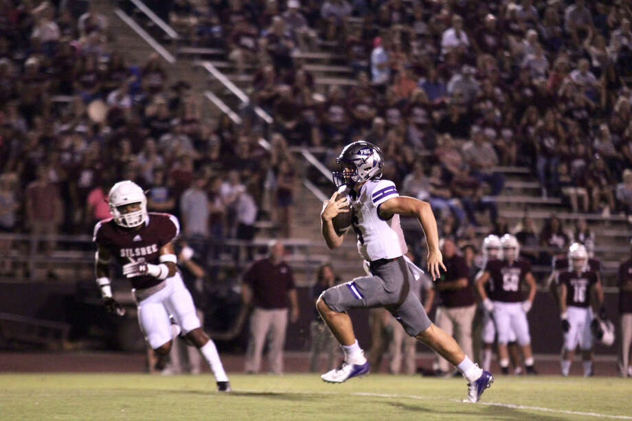 Port Neches-Groves' Blake Bost scrambles for a 16-yard touchdown to get the Indians on the board first during Friday's season-opening game at Tiger Stadium in Silsbee. Photo: Payton LeJeune/ NDN Press