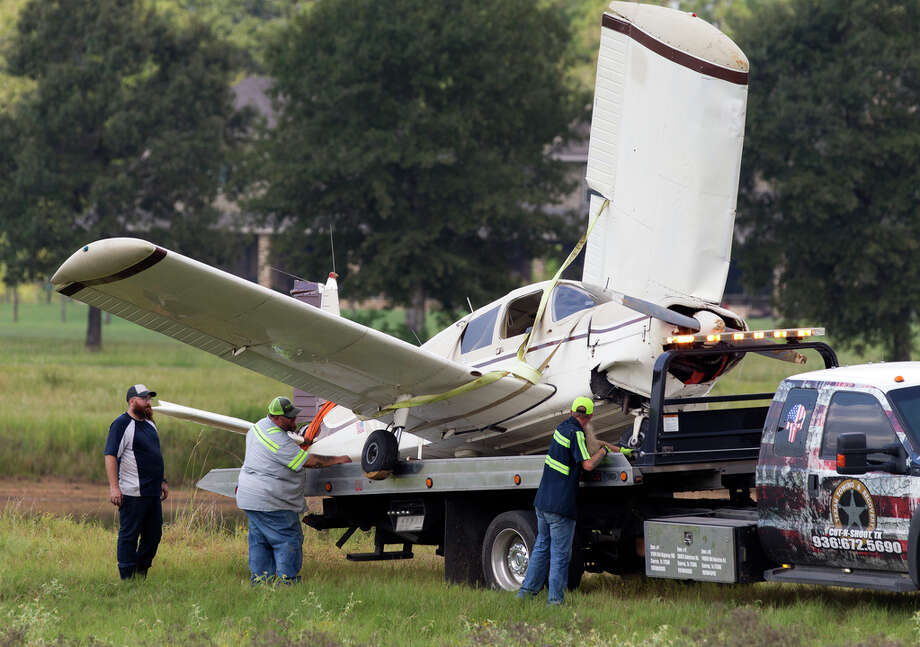 A plan is moved from a small pond after it crashed, injuring two people with minor injuries along Seven Coves Road near Farrell Road, Saturday, Aug. 31, 2019, in Willis. The plane was headed for Conroe-North Houston Regional Airport when air traffic controllers dispatched firefighters for a report of an aircraft emergency. Photo: Jason Fochtman, Staff Photographer / Houston Chronicle