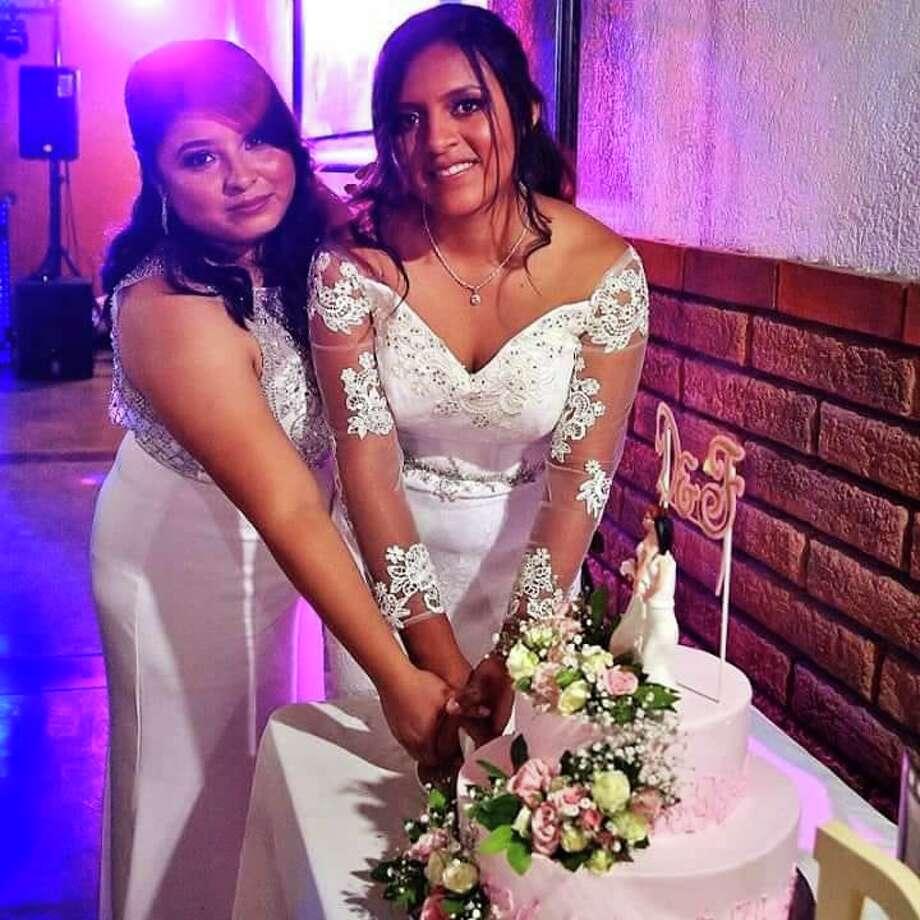 Fabiola Cabrera y Dayanna Jiménez durante la celebración de su matrimonio igualitario. Photo: Foto De Cortesía /Cynthia Rodríguez Leija