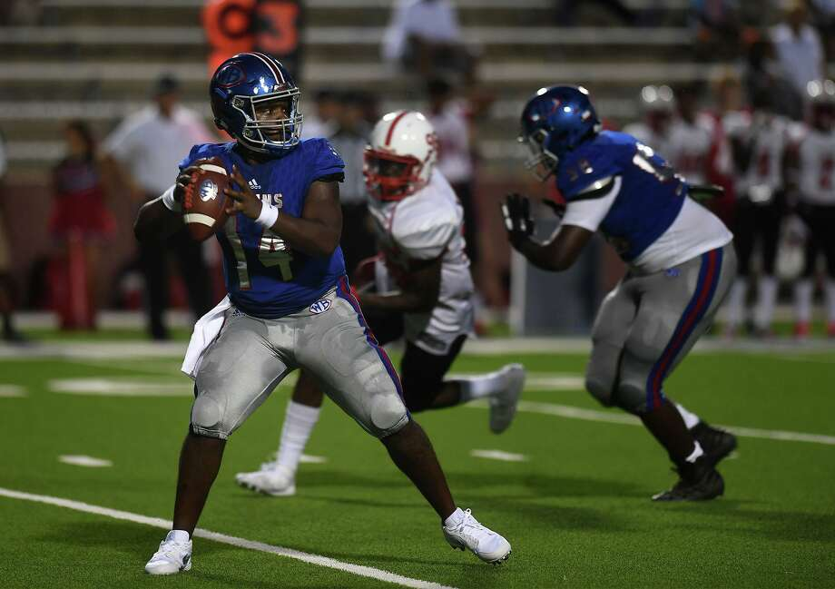 West Brook's Troy Yowman throws the ball Ôagainst Bellaire at Beaumont's Memorial Stadium Friday night.  Photo taken Friday, 8/30/19 Photo: Guiseppe Barranco/The Enterprise, Photo Editor / Guiseppe Barranco ©