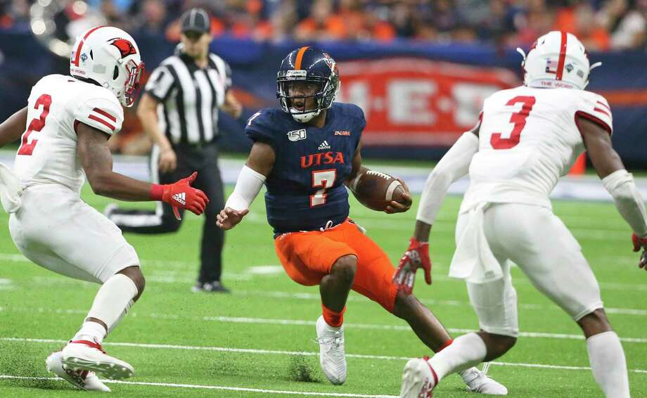 Roadrunner quarterback Frank Harris scrambles away from tacklers as UTSA plays UIW at the Alamodome on August 31, 2019. Photo: Photos By Tom Reel / Staff Photographer / 2019 SAN ANTONIO EXPRESS-NEWS