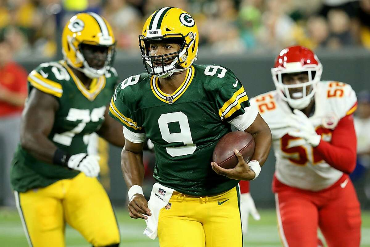 GREEN BAY, WISCONSIN - AUGUST 29: DeShone Kizer #9 of the Green Bay Packers runs with the ball in the second quarter against the Kansas City Chiefs during a preseason game at Lambeau Field on August 29, 2019 in Green Bay, Wisconsin. (Photo by Dylan Buell/Getty Images)