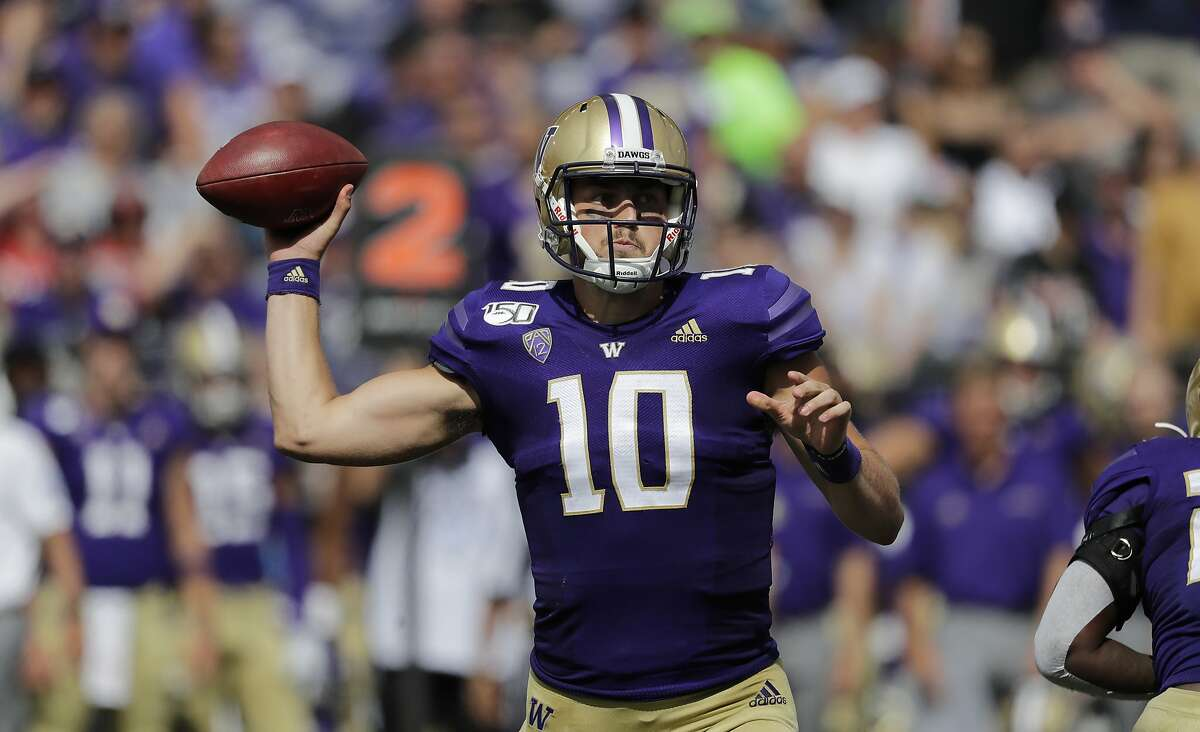 2. Washington Huskies The Dawgs' 47-14 bludgeoning of Eastern Washington was fun to watch for fans, and it was a great showcase for how much power Jacob Eason has stored in that arm of his. Both offense and defense looked sharp, which is a good sign after seeing so much roster turnover. That said, this was basically a scrimmage: EWU is an FCS opponent, and the Huskies had the home field advantage. But because they won their game (which is all any team can really do), UW locks up the #2 spot. This week's matchup against Cal will give us a much clearer picture of how good Eason actually is.