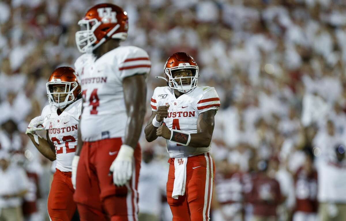 Houston Cougars quarterback D'Eriq King (4) signals to his teammates before snapping the ball against the Oklahoma Sooners during the fourth quarter of an NCAA game at Gaylord Memorial Stadium Sunday, Sept. 1, 2019, in Norman, Oklahoma. The Sooners won 49-31.