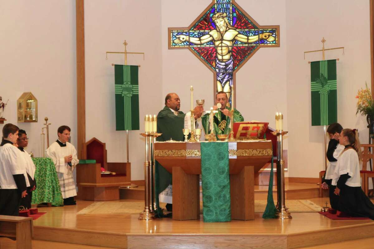 Father Reggie Norman, left, and Bishop Frank Caggiano celebrate mass at Our Lady of Fatima Church on Aug. 30, 2019. The bishop has reached out to pastors asking them to no longer offer a chalice of wine at Holy Communion.