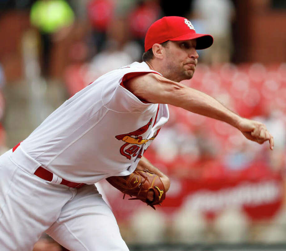 Cardinals pitcher Adam Wainwright throws during the fourth inning against the San Francisco Giants on Monday in St. Louis. Photo: Associated Press
