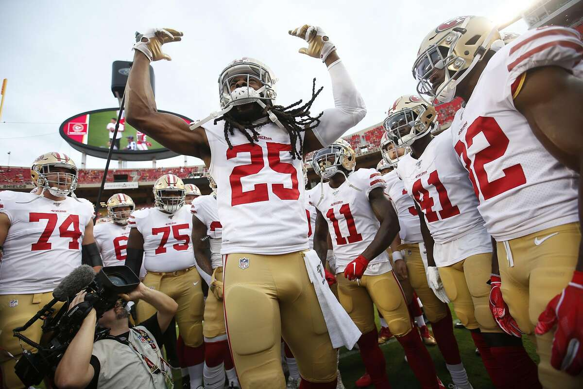 KANSAS CITY, MO - AUGUST 24: Richard Sherman #25 of the San Francisco 49ers fires up the team on the field prior to game against the Kansas City Chiefs at Arrowhead Stadium on August 24, 2019 in Kansas City, Missouri. The 49eres defeated the Broncos 27-17