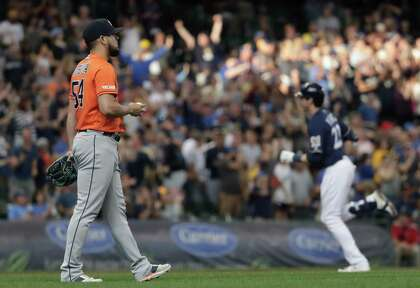Astros survive more problems by Roberto Osuna to beat