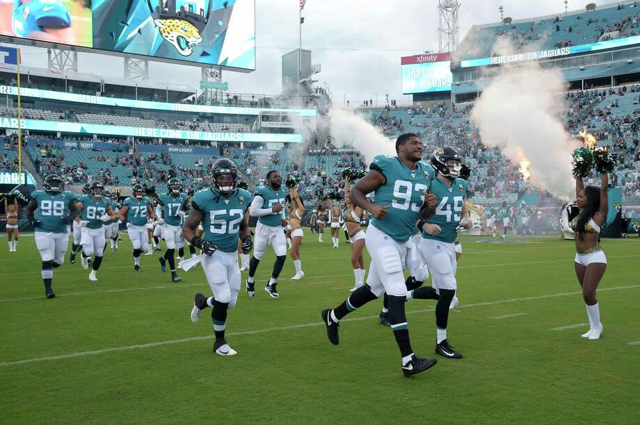 Jacksonville Jaguars linebacker Najee Goode (52), defensive end Calais Campbell (93)) and linebacker Connor Strachan (49) will run before the first half of an NFL pre-season football game against the Philadelphia Eagles on Thursday, August 15, 2019, in Jacksonville , Florida, on the pitch. (AP Photo / Phelan M. Ebenhack) Photo: Phelan M. Ebenhack / Associated Press / Copyright 2019 The Associated Press. All rights reserved