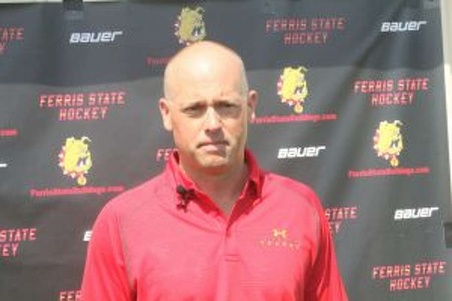 Red Wings coach Jeff Blashill gets ready for Saturday's Bulldog hockey golf outing.