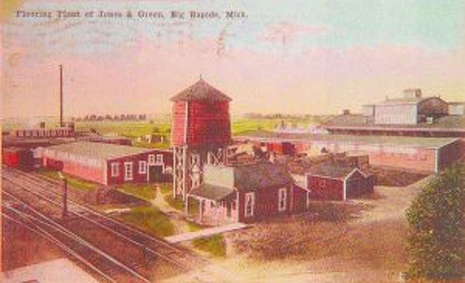 The former Jones and Green Sawmill and Lumber Company sat at the site where the Sawmill Saloon is today. The main bar area of the saloon is the same building as the one with the front porch at the front of the old sawmill, next to the water tank.