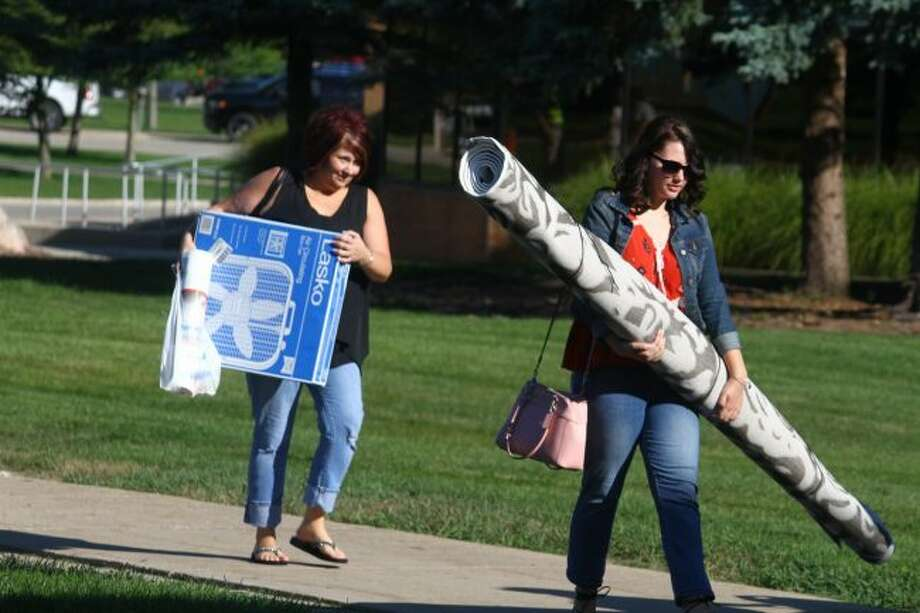 Parents helped students move back to campus. Move-in days were Thursday, Aug. 22 and Friday, Aug. 23. (Pioneer photo/ Catherine Sweeney)