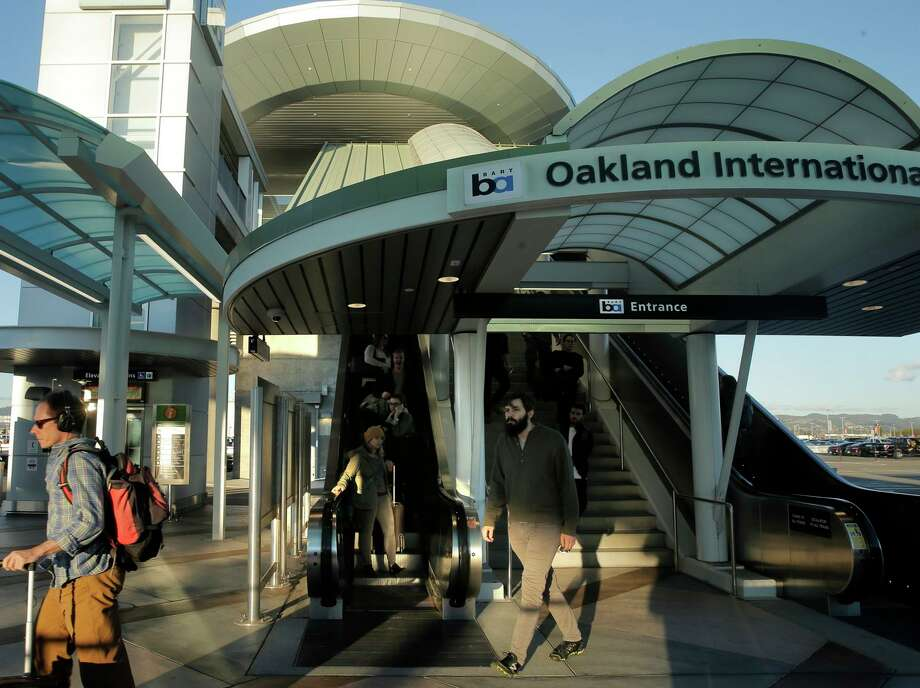 Passengers arrive at Oakland International Airport in 2015.A small private plane caught fire as it attempted to take off from Oakland International Airport on Wednesday. Photo: Carlos Avila Gonzalez / The Chronicle 2015 / ONLINE_YES