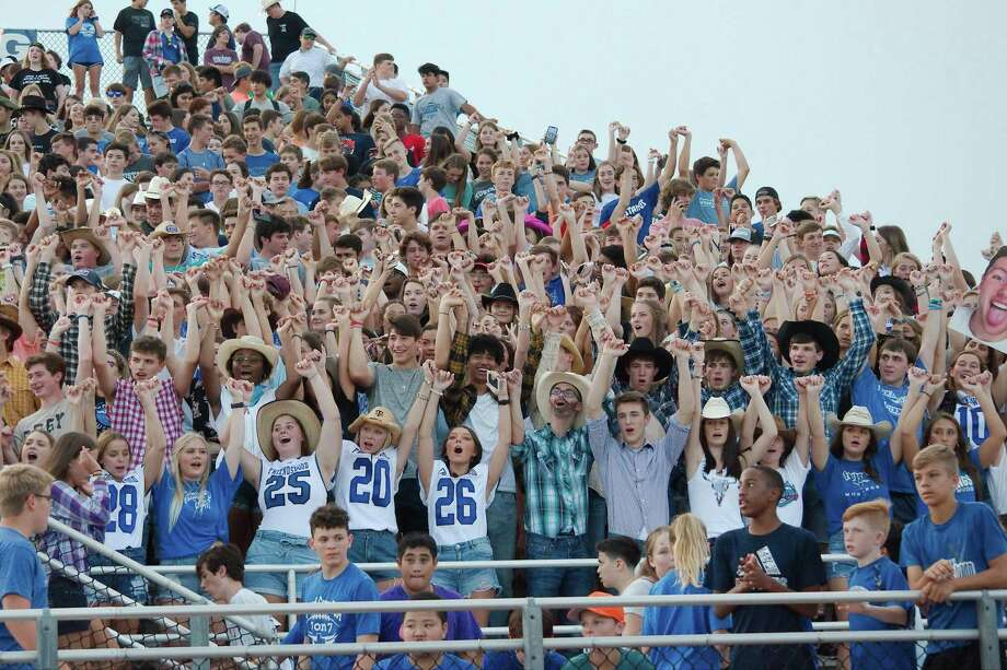 Friendswood High School fans cheer at a recent football game. The school and Friendswood ISD recently received A ratings from the Texas Education Agency. Photo: Kirk Sides / Staff Photographer / © 2019 Kirk Sides / Houston Chronicle