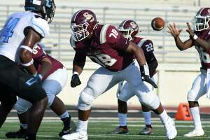 Summer Creek sophomore offensive tackle Kelvin Banks (78) goes to work against Shadow Creek during the first quarter of their non-district season opener at Turner Stadium on Aug. 31.
