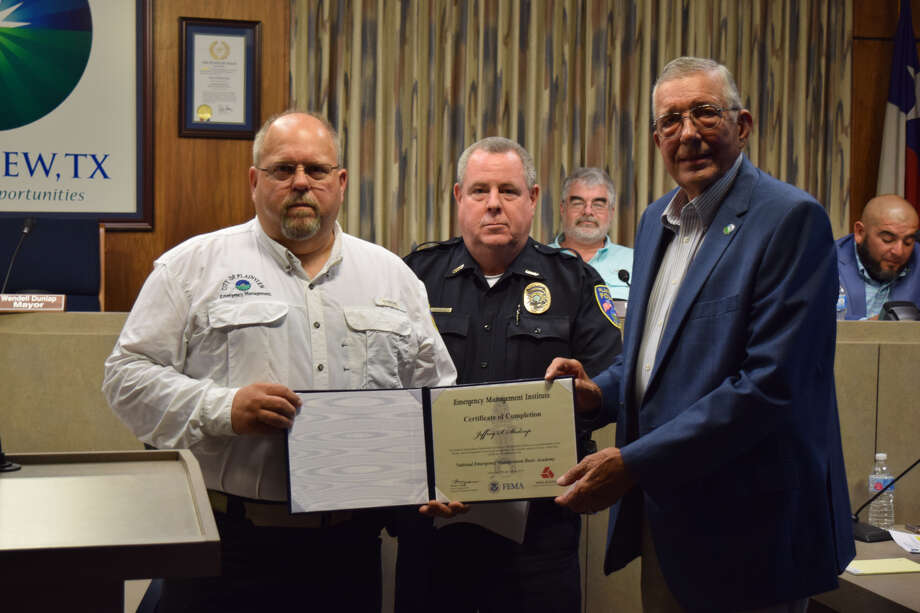 Sgt. Jeff Stalcup is presented with a certificate and recognized by both Plainview PD Chief Ken Coughlin and Plainview Mayor Wendell Dunlap during Tuesday's City Council meeting. Photo: Ellysa Harris/Plainview Herald