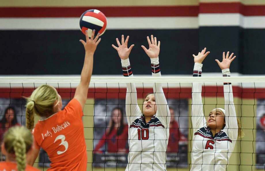 Orangefield's Madison Greenway pushes the ball over the net as two of Hardin-Jefferson's defenders jump up to block her during the game in Sour Lake Tuesday night. Photo taken on Tuesday, 09/03/19. Ryan Welch/The Enterprise Photo: Ryan Welch, Beaumont Enterprise / The Enterprise / © 2019 Beaumont Enterprise