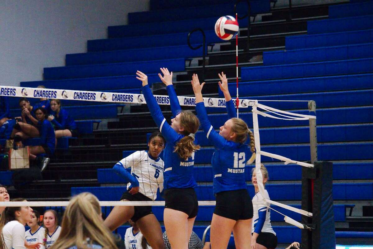 Clear Springs' Shyia Richardson (6) tries to hit a shot past Katy Taylor's Kennedy Willoughby (14) and Katie Schulze (12) Tuesday, Sep. 3 at Clear Springs High School.