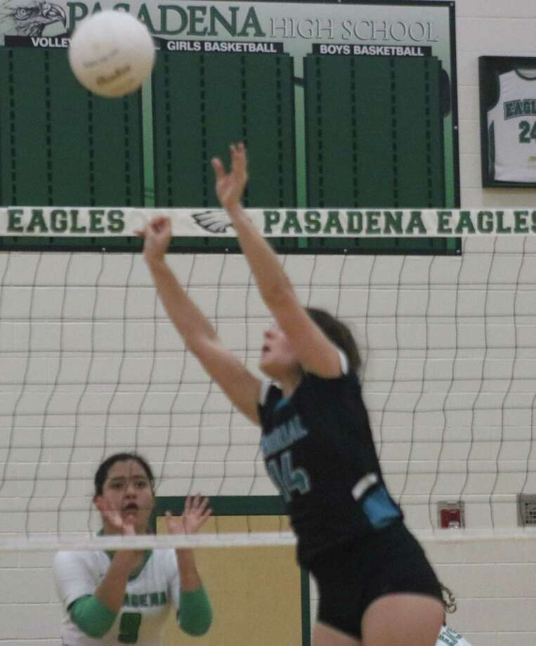 Presley Harbuck passes the ball to her outside hitter during Tuesday night's 22-6A match. Photo: Robert Avery