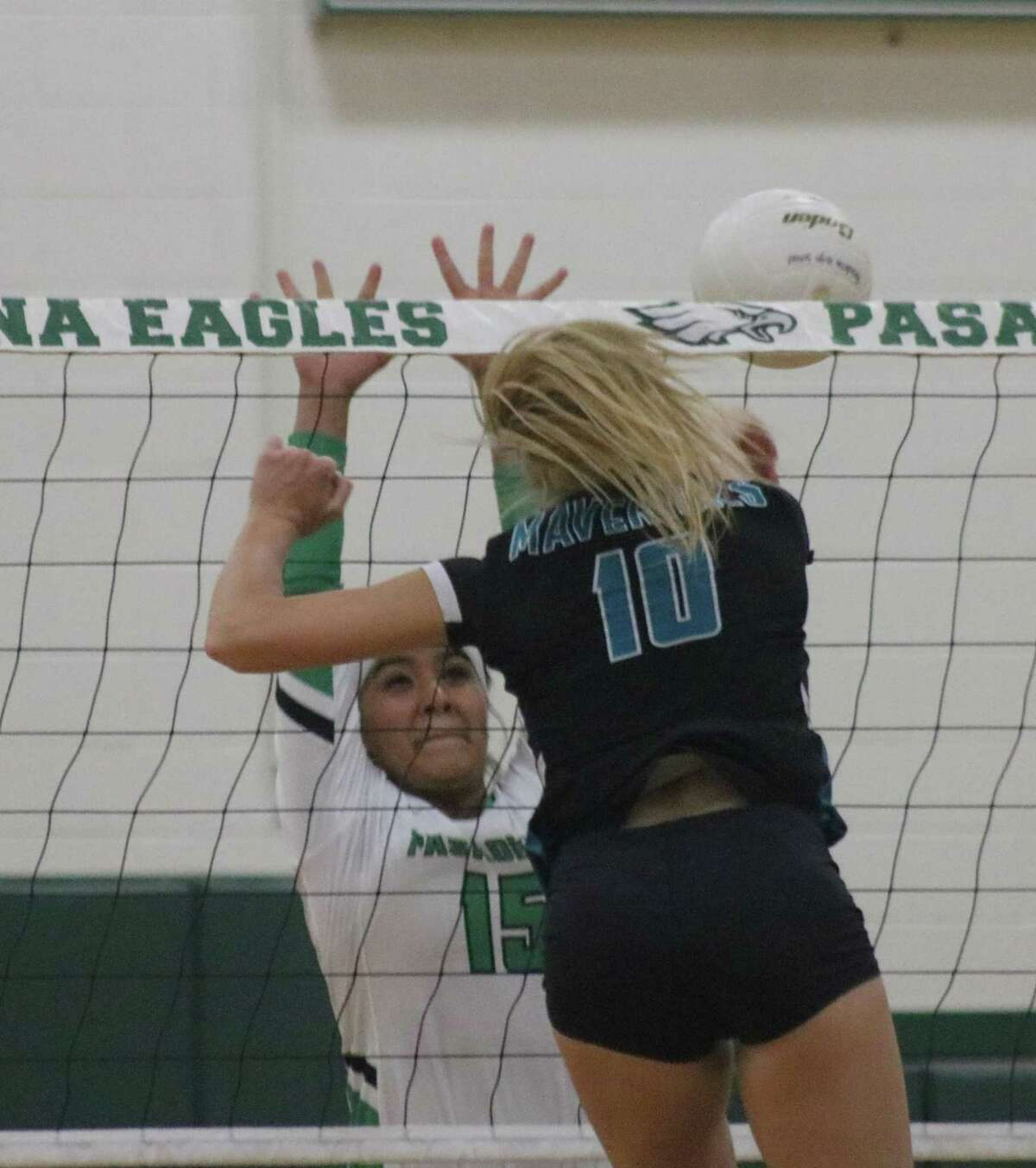 Brandi Hemminger gets a kill attempt past Roxanne Segura (15) during Game 3 action Tuesday night.