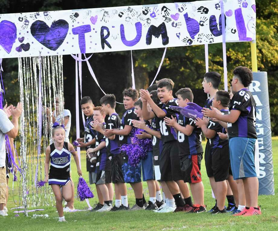 Members of the Rangers U12 football team cheer on the TPW Cheer squad as they run through the rally alley. Photo: Contributed Photo / B.Desautels / Trumbull Times