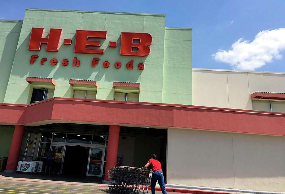 "H-E-B wants the public to know its stores are still open regardless of the ""Stay Home, Work Safe"" order. Photo: Mike Sutter /Staff"