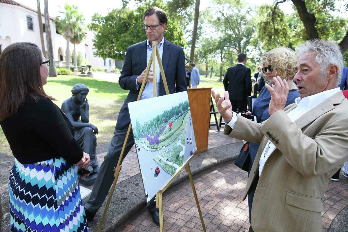 John Gutzler of Ford, Powell and Carson Architects explains proposed changes to Ana Calhoun as the McNay Art Museum announces Phase 1 of a new landscape master plan.