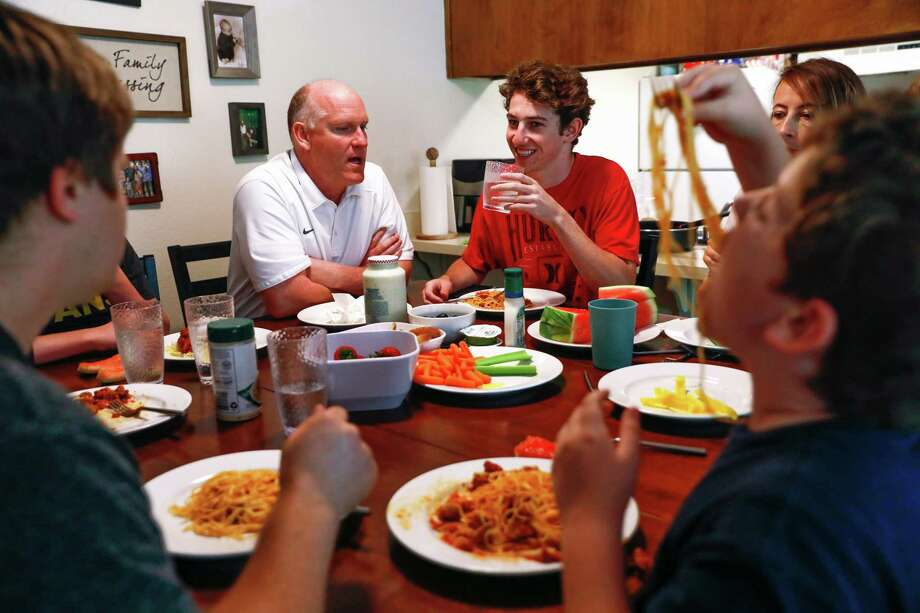 Family dinners will be celebrated this fall and winter in Ridgefield. Photo: Gabrielle Lurie / The Chronicle / ONLINE_YES