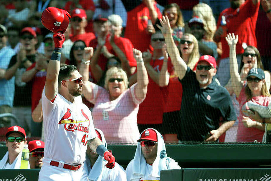 The Cardinals' Rangel Ravelo tips his cap to fans after hitting his first major league home run during the eighth inning of Thursday against the San Francisco Giants in St. Louis. Photo: AP Photo
