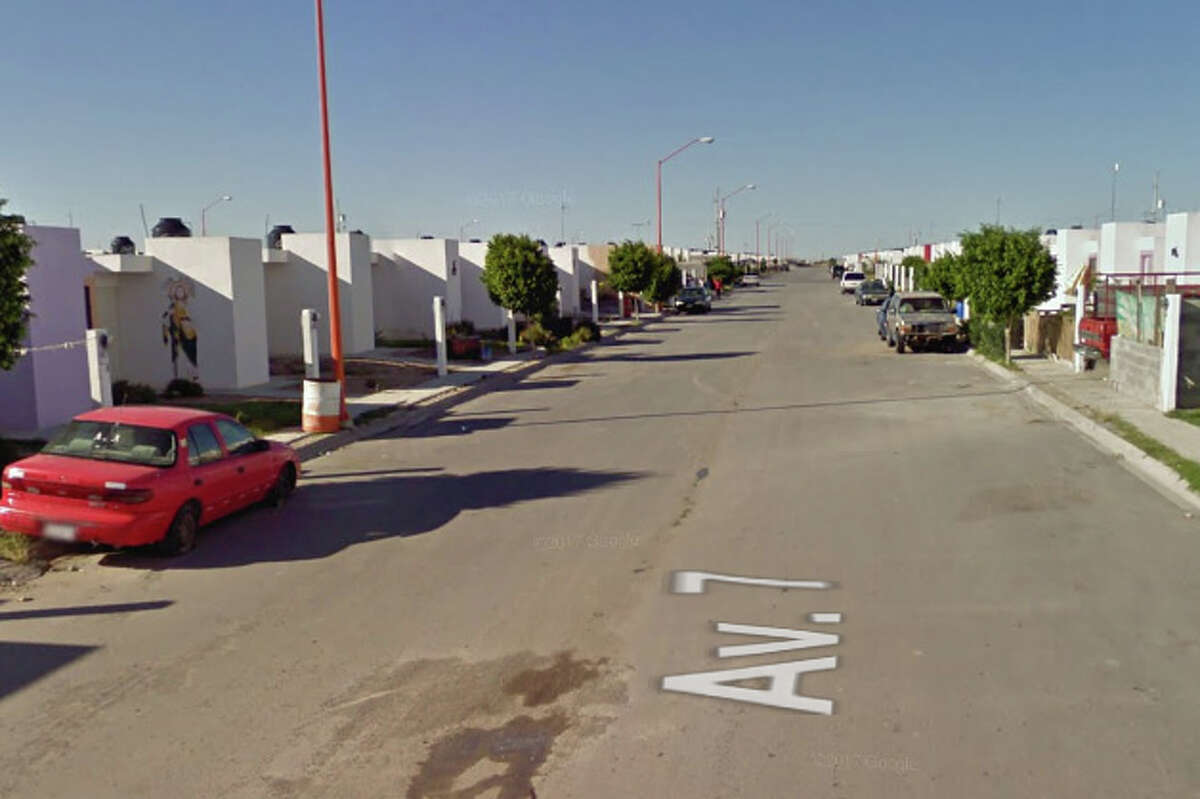 Officers were patrolling in the Colonia Valles de Anáhuac when the assailants shot at them.