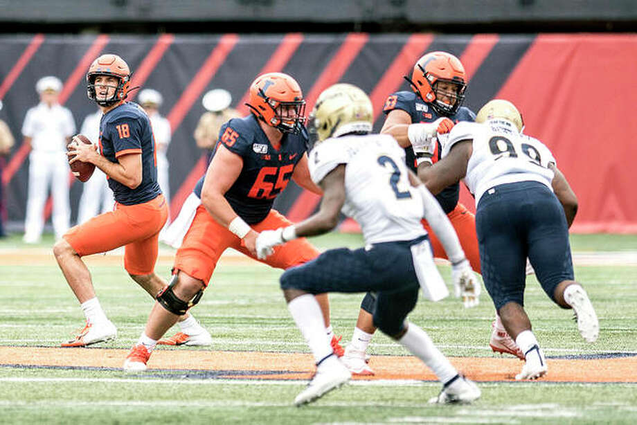 Illinois quarterback Brandon Peters (18) looks for an open receiver in the season opener last Saturday against Akron in Champaign. The Illini travel to UConn Saturday. Photo: AP Photo