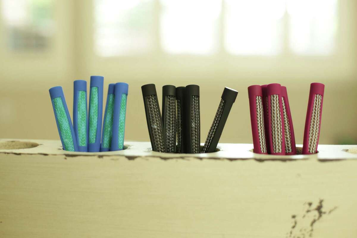 The Mesh-It is a fidget pen invented by northwest Houston teacher Jennifer Hobbs. The pen lets students fidget, which can increase focus on a task for some students, without noise.