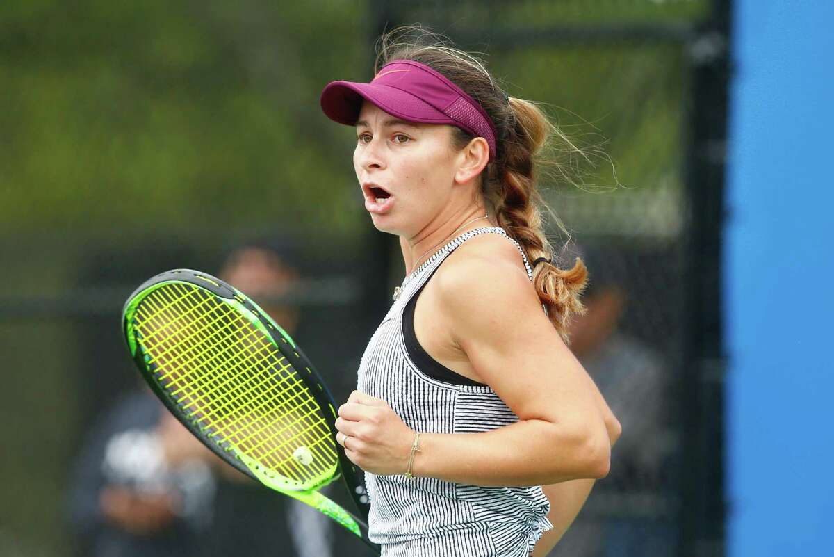 American Usue Maitane Arconada advanced in both the singles and doubles draw on Friday at New Haven's Oracle Challenger Series.