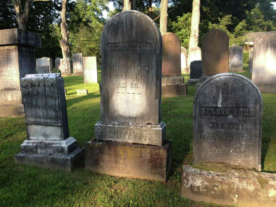 Volunteers are needed for the Washington Cemetery Tour, set for Oct. 25. Photo: Contributed Photo