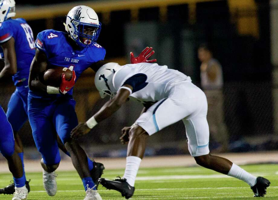 Oak Ridge running back Alton McCaskill (4) runs the ball during the second quarter of a non-district high school football game at Woodforest Bank Stadium, Friday, Sept. 6, 2019, in Shenandoah. Photo: Jason Fochtman, Houston Chronicle / Staff Photographer / Houston Chronicle