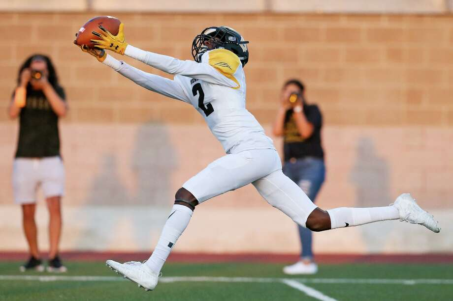 Brennan wide receiver Keion Thomas hauls in a 38-yard touchdown reception in the first half in their District 28-6A high school football game with Warren at Farris Stadium on Friday, Sept. 6, 2019. Photo: Marvin Pfeiffer, Staff Photographer / Express-News 2019