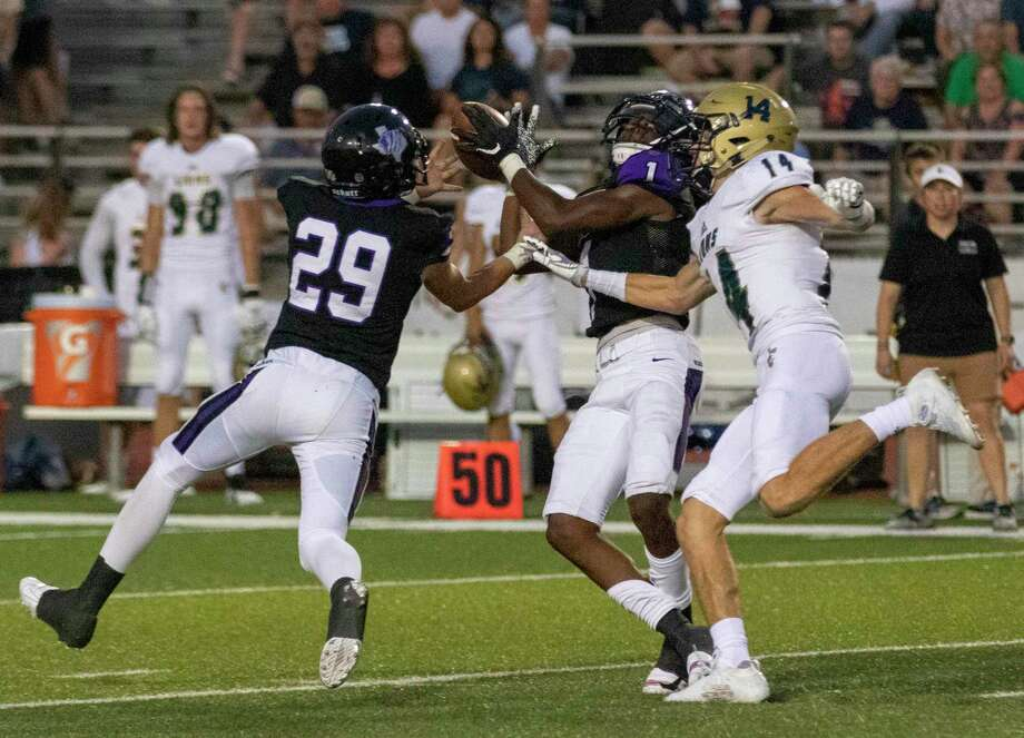 Willis defensive backs Tallas Harrison (1), Houston Rutledge (29) and Lake Creek wide receiver Bryce Linscomb (14) compete for a long pass by Lake Creek during a non-district football game Friday, September 6, 2019 at Yates Stadium in Willis. Photo: Cody Bahn, Houston Chronicle / Staff Photographer / © 2019 Houston Chronicle