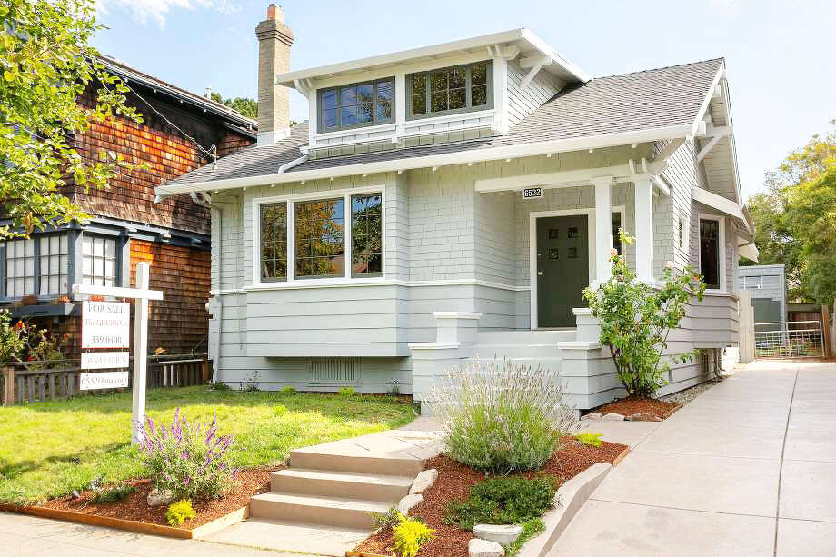 With original Craftsman charm, this Oakland bungalow asks $898K Photo: Liz Rusby/The Grubb Co.
