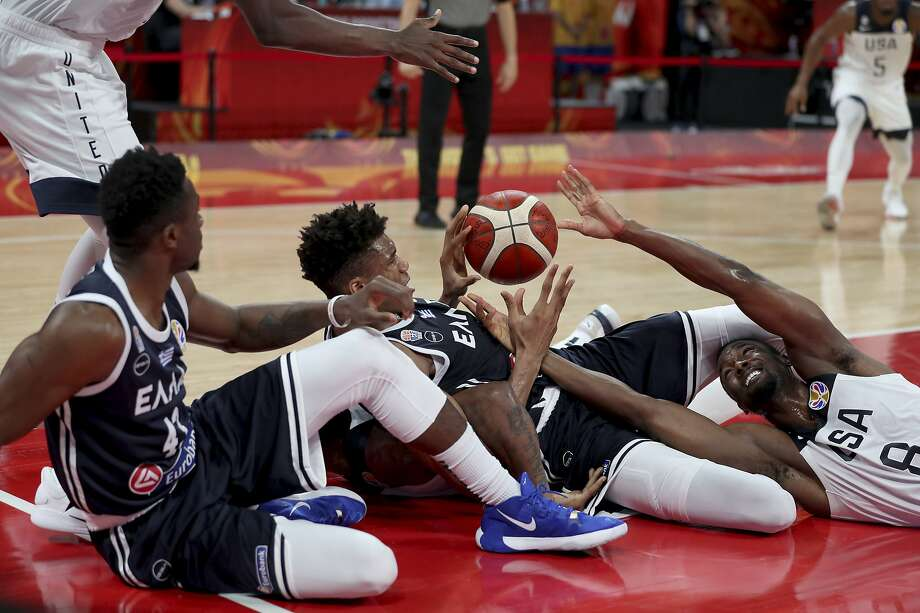 U.S. forward Harrison Barnes (right) reaches for the ball near Greece's Thanasis Antetokounmpo (left) and Giannis Antetokounmpo. Photo: Ng Han Guan / Associated Press