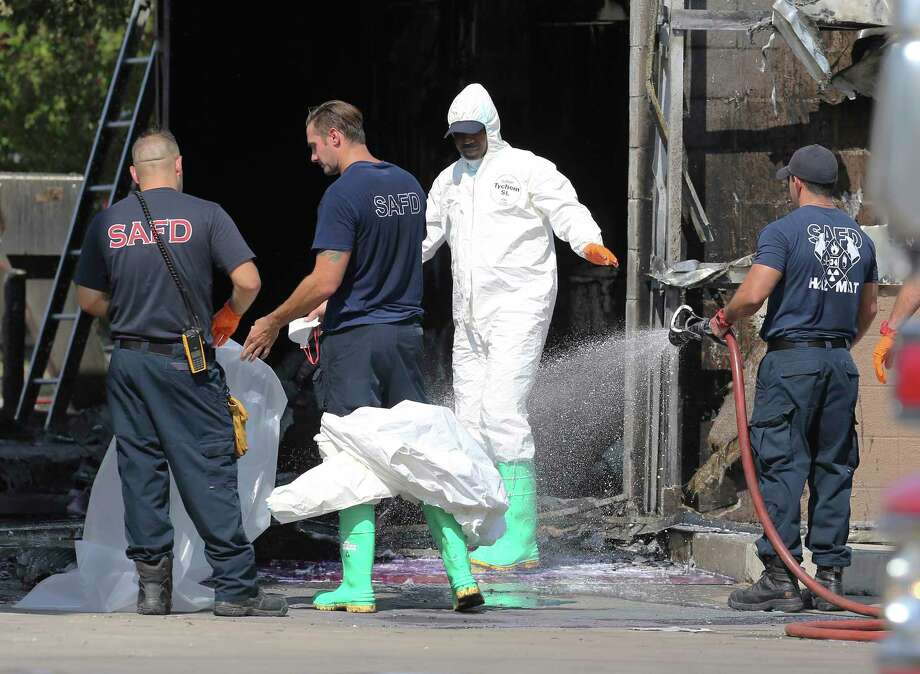 The San Antonio Fire Department Hazardous Materials crew work the scene at the Shell gas station located at 8501 Broadway which caught fire on Saturday, Sept. 7, 2019. Photo: Kin Man Hui, Staff Photographer / ©2019 San Antonio Express-News