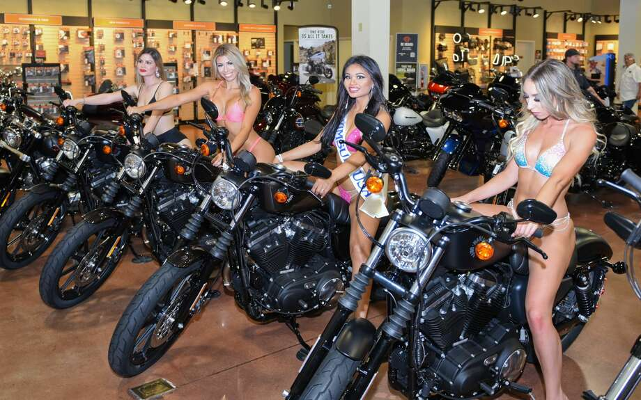 Motorcycle lovers gather at Harley Davidson of Laredo on Saturday, Sep. 7, 2019, for the Miss Laredo HD 2019 swimsuit competition. Photo: Danny Zaragoza